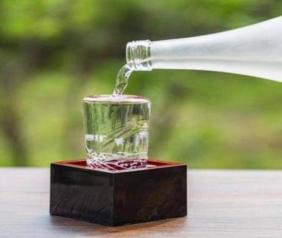 Saiba sobre a bebida alcoólica japonesa saquê